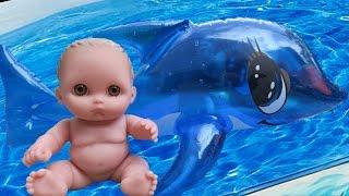 Дочки-матери. Пупсики купаются в ванной с дельфином, шипелка для ванной, играют. Игрушки для девочек