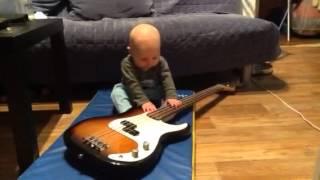 Первые уроки игры на бас гитаре