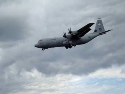 C130 steep landing @ Farnborough Air Show 2010