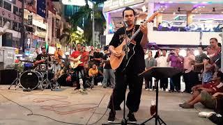Download Pelancong Filipina mintak bob nyanyikan 2 lagu inggeris ini..Bob hadiahkan kpd pelancong2 yg hadir. Mp3