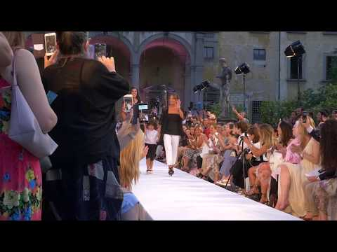 57085a84e8fb08 Monnalisa's SS18 Fashion Show took place on June, 22nd 2017 at the historic  Giardino Corsini in Firenze, Italy. In the collection, you'll find amazing  ...
