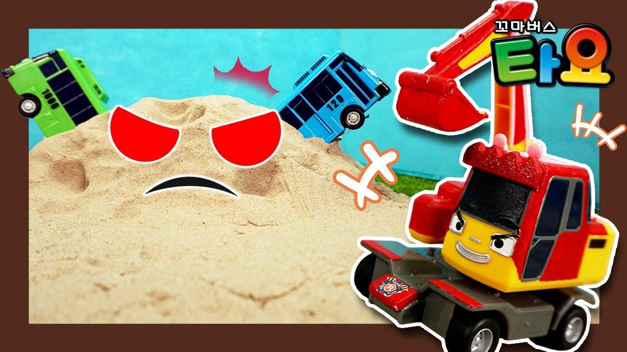 Danger! Sand castle monster attacks! l Tayo Monster Police l Tayo the Little Bus