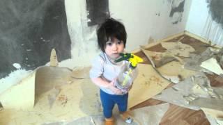 Делаем ремонт в детской Doing repairs in the nursery(В этом видео мы делаем ремонт в детской комнате, и Лиза нам помогает. Если понравилось видео, ставьте лайки..., 2016-02-09T17:14:05.000Z)
