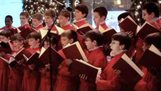 Choristers of St. Thomas Church, New York, Perform Seasonal Carols