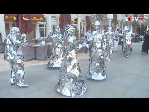 """""""Mirror wearing"""" Slovakian Dancers Perform on UAE Street"""