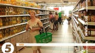 Прострочені продукти в супермаркеті. Рейд активістів