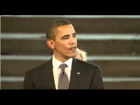Barack Obama addresses British parliament  in Westminster Hall .-- breaks the ice  with a joke