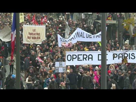 فرنسا: إضراب واحتجاجات حاشدة ضد خطة إصلاح نظام التقاعد تشل حركة البلد  - 23:00-2019 / 12 / 5