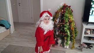Дима - Дед Мороз дарит подарки бабушкам. 07.01.2017