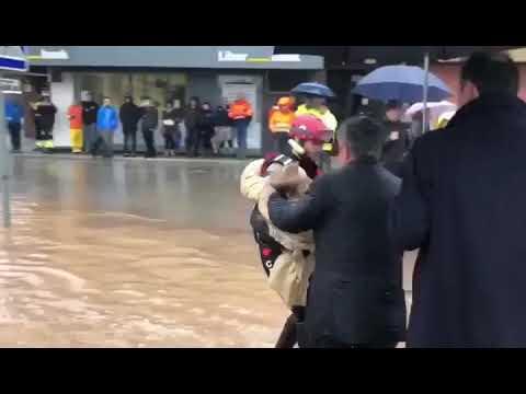 Rescate de los cuerpos de seguridad durante las inundaciones de Cantabria