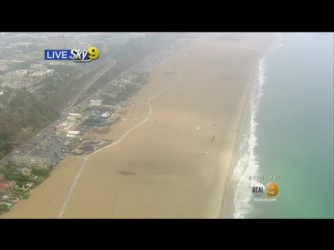 Santa Monica Beach Evacuated Due To Lightning