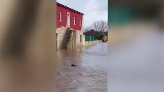 Continúan las inundaciones en Frías