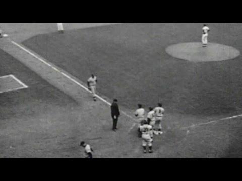 WS1956 Gm7: Skowron hits grand slam in 7th