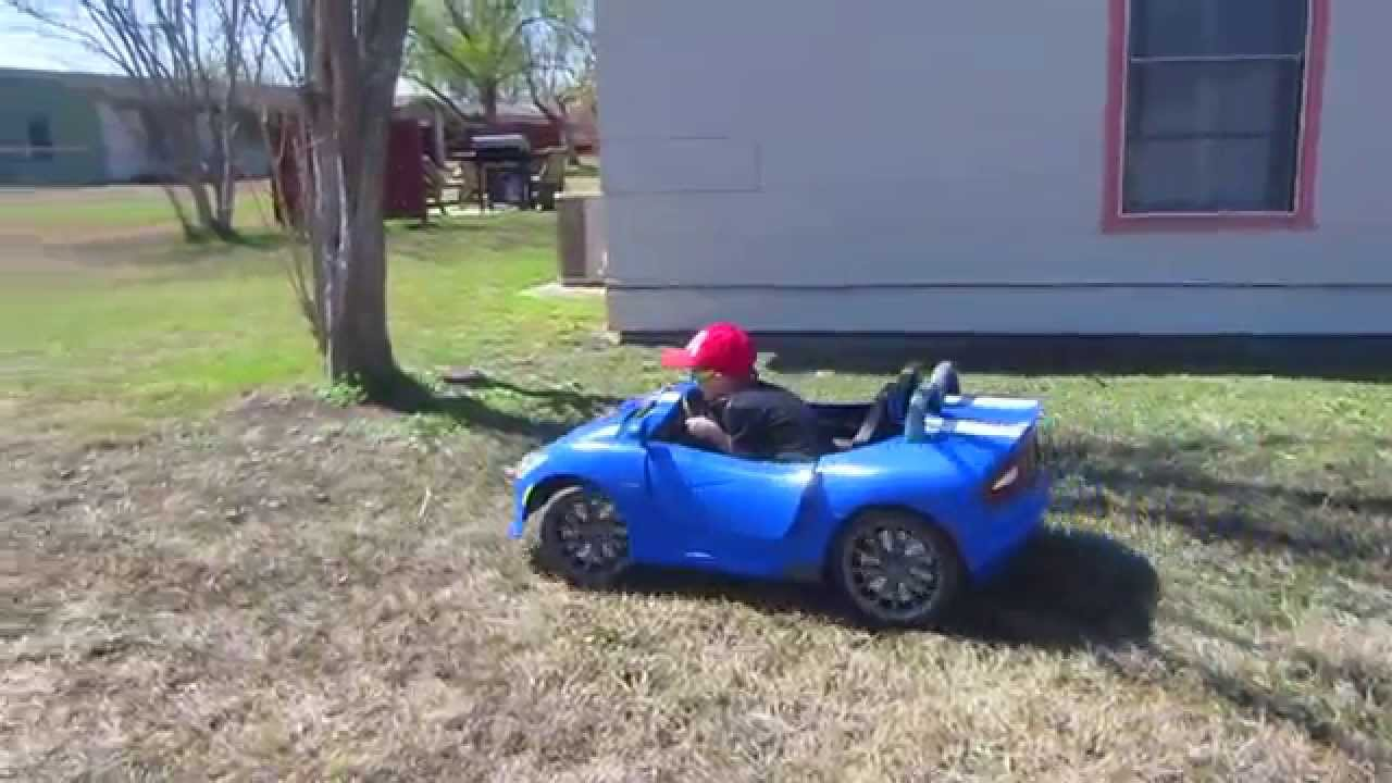 Power Wheel Kid Trax Srt Viper 12 Volt On The Grass Review Youtube