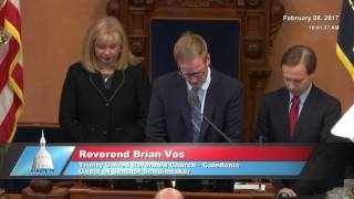 Sen. Schuitmaker welcomes Rev. Vos to deliver invocation at the Michigan Senate