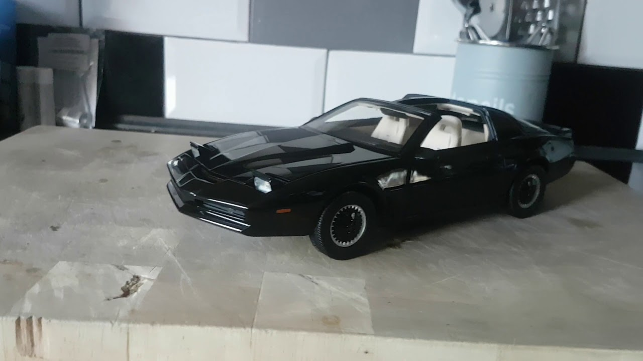 1:18 HOT WHEELS Super Elite Knight Rider KITT with Voicebox and