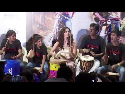 UNCUT - Alia Bhatt Celebrate Children's Day With Dharavi Rock Band - Dear Zindagi