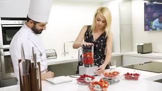 """Яна Рудковская готовит ягодный смузи и приглашает всех на ледовое шоу """"Щелкунчик - 2 """""""