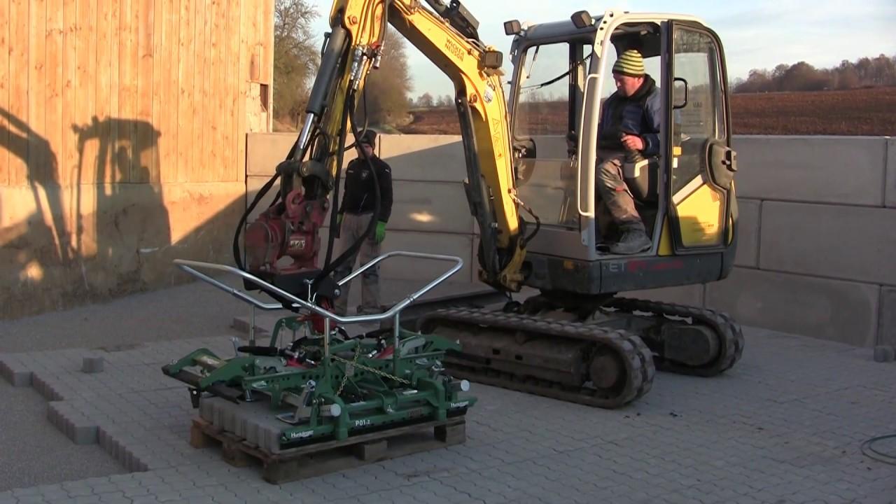 Hydraulische HUNKLINGER-Verlegezange P01-2 am WackerNeuson ET24