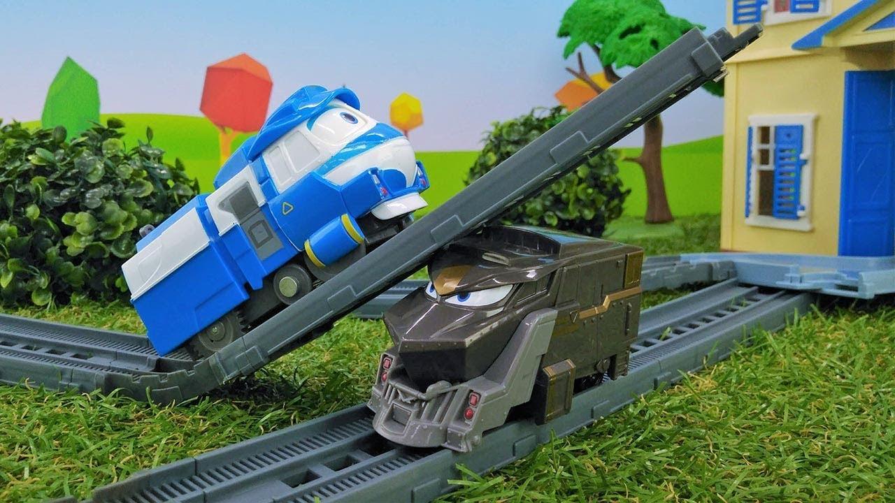 Видео с игрушками. Роботы поезда спешат в школу. - YouTube