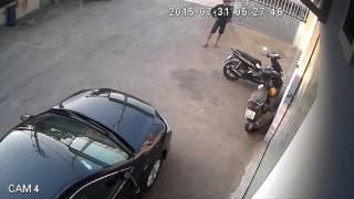 Ăn trộm xe quá nhanh, nhìn chủ nhà ngơ ngác mà thấy tội