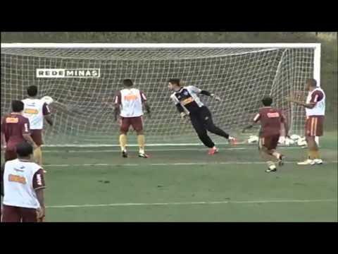 Ronaldinho - Freestyle At Training - 2013/2014 - Atletico MG [NEW!!]