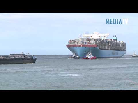 Grootste containerschip Mearsk MC Kinney Moller in Rotterdamse haven