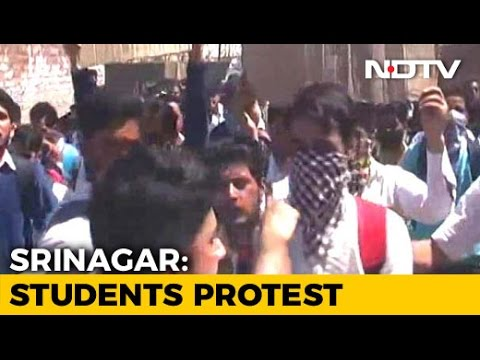 Hundreds Of Students Clash with Security Forces During Kashmir Protests