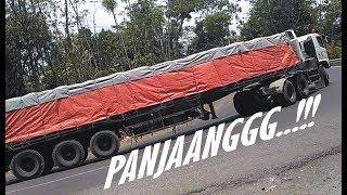 vuclip TRUCK TRAILER HINO vs VOLVO MUATAN BERAT SUPER PANJANG | SKIL SOPIR TRUK vs TANJAKAN EKSTRIM