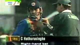 Sri Lanka need 16 runs in 14 balls with 5 wickets  wasim akram good bowling