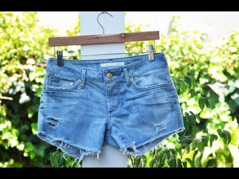 perfectly-distressed-denim-shorts-tutorial---a-mr.-kate-quickie-diy