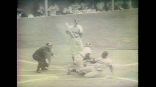 NYY@BAL: Yankees broadcast remembers Robinson