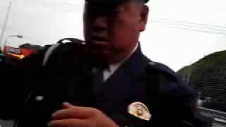 【政府から削除された動画】警察官が一般人を恐喝した問題映像