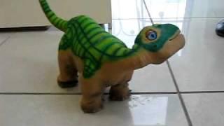 Робот Динозавр Pleo(Внимание, роботы! они уже здесь, это фантастика. http://alreadyhere.ru., 2011-01-27T16:38:41.000Z)