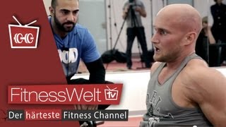 Repeat youtube video Coach Seyit vs. Karl ESS! MMA Workout - UFC Fighter Training Bodybuilding vs. ATHLETE  (2)