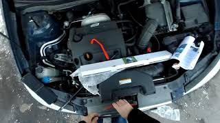 Видео обзор газового упора капота Hyundai Elantra HD. Mounting the hood gas spring damper.
