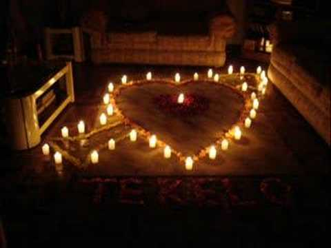 Corazon de velas youtube for Cuartos decorados romanticos con globos
