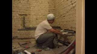 Прокладка труб водопровода в ванной комнате.(Прокладка труб проводится качественным материалом, и мастерами со знанием своего дела. на сайте http://san-uzel.com...., 2013-09-17T10:57:28.000Z)