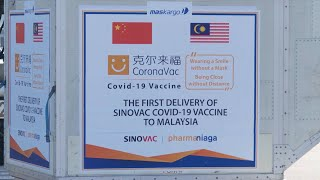 GLOBALink | Malaysia takes first delivery of Sinovac's COVID-19 vaccine