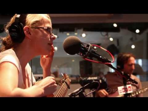 "Aoife O'Donovan: ""Beekeeper,"" Live On Soundcheck"
