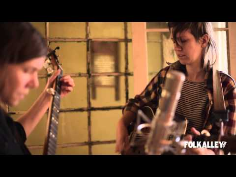 "Folk Alley Sessions: Anna & Elizabeth - ""Lovin' Babe"""