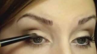 Дневной макияж, косметика Mac (перевод видео)(Все самое свежее в наших группах: Мы в фейсбуке http://www.facebook.com/beauty.review.ru Мы в вконтакте http://vk.com/beautyreview Мы в..., 2009-10-05T17:35:31.000Z)