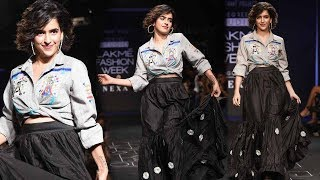 'Dangal' Actress Sanya Malhotra Walks At Lakme Fashion Week 2017