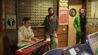 We Trust - Yet Again (Grizzly Bear cover ao vivo na Vodafone FM)