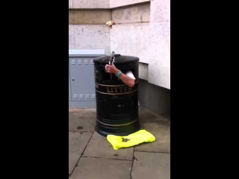 The singing trash can!