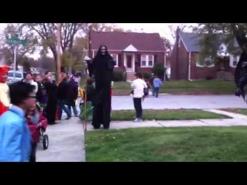 Gangnam Style Halloween Surprise Dance with Gargoyle