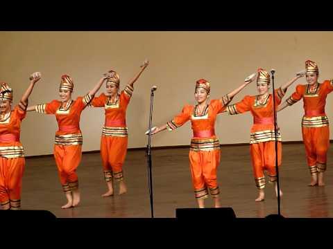 Indonesia - Tari Piriang (dance with plates) Tydzień Kultury Beskidzkiej 2011