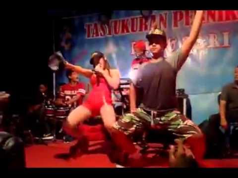 UUT SELLY - Pergi Pagi Pulang Pagi Koplo Dangdut Hot