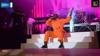 Papi Kocha show yake ya kwanza amwaga machozi jukwaani