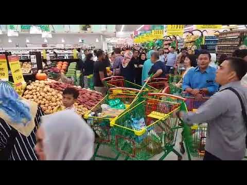 Suasana peresmian Lulu Hypermarket di BSD City